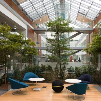 """Uvnitř nové """"inteligentní práce"""" Prysmian HQ"""